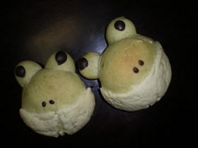 緑茶(抹茶)パンで「かえるメロンパン」♪