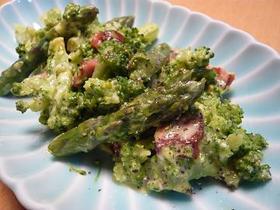 野菜とソーセージのカルボナーラサラダ♪