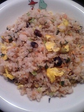 ■白魚&高菜と鮭と卵の雑穀炒飯♪