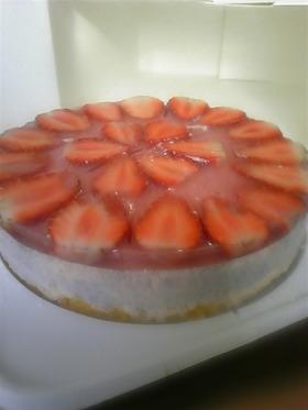 バナナムースとイチゴゼリーのケーキ