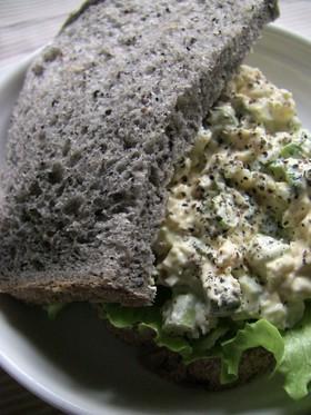アスパラと卵のサンドイッチ