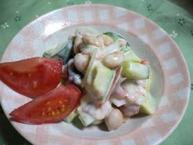 お豆とアボカドのヨーグルトサラダ