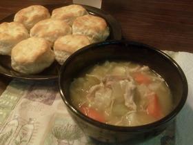 豪快!丸ごとチキンのスープ。