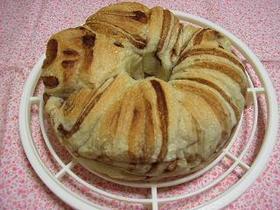 玄米粉入りココアの折り込みリングパン