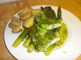 アスパラと白身魚の緑ハーブソースホイル焼