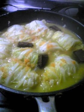 市販のシチューのルーでロール白菜の煮込み