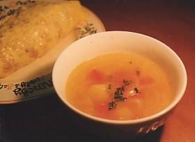 トマトとニンニクのスープ