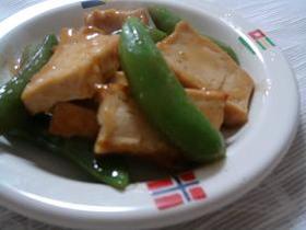 スナップエンドウと厚揚げの炒め物