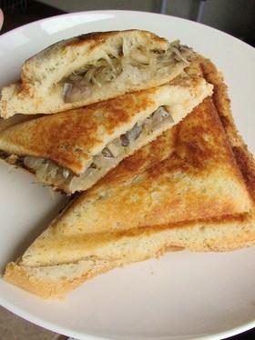 舞茸とチーズのイタリアンホットサンド*
