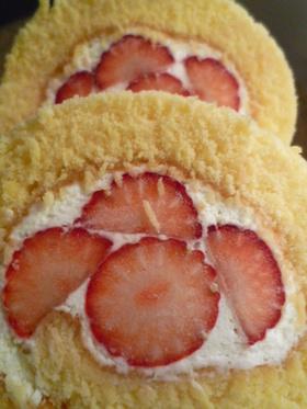 クリスマスに苺のロールケーキ♪