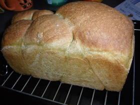自家製酵母ほうれんそう食パン