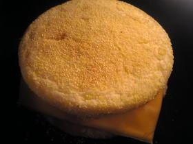 スモークサーモンの玉葱チーズマヨマフィン