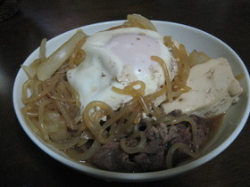 肉豆腐(半熟玉子入り)
