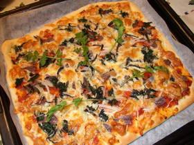 セリとアンチョビーのピザ