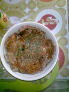 お麩とさば水煮缶のつくねバーグ玄米ご飯丼