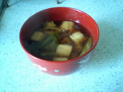 おばあちゃんの味・・・お麩とネギの味噌汁の写真