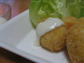 鮭のライスコロッケホワイトソースがけ
