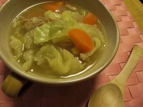 野菜たっぷりコンソメミルクスープ。