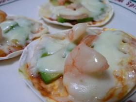 エビとアボカドの餃子ピザ