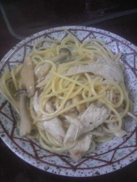 簡単 蒸し鶏のバター醤油パスタ