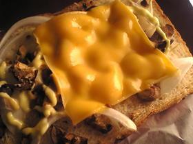 しめじと玉葱のチーズトースト