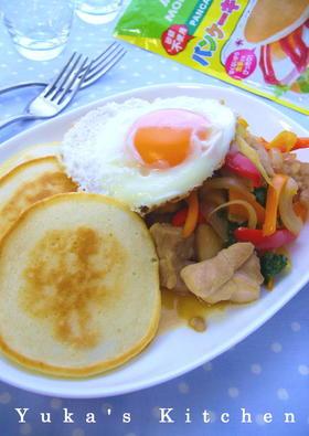 鶏肉とパプリカのエスニック風パンケーキ