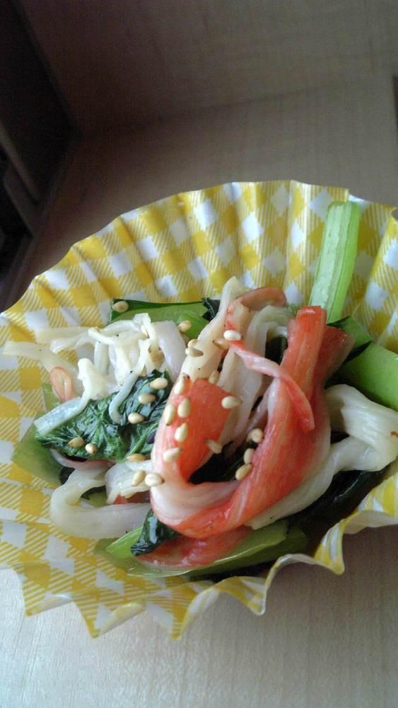 お弁当に♪小松菜とかにカマの炒め物