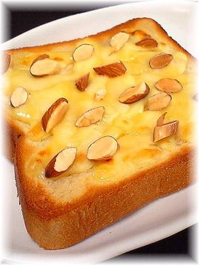 メープル&チーズ&アーモンドトースト♪