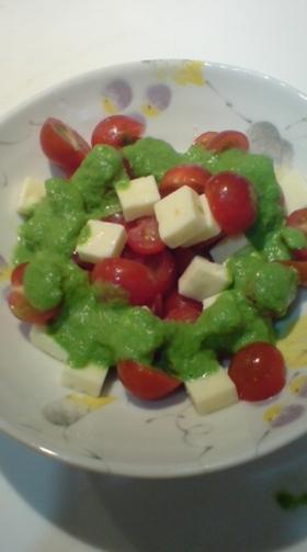 ジェノベーゼ風ソースのサラダ