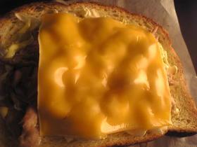 ツナとキャベツのチーズマヨトースト
