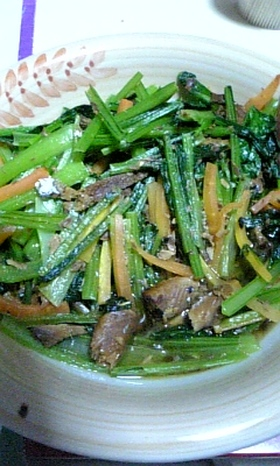鉄分いっぱい!小松菜と秋刀魚缶炒め