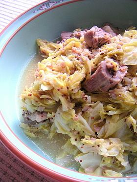 豚肉と春キャベツのマスタード煮込み