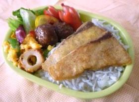 超簡単☆魚のカレーソテーのっけ弁当