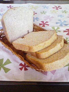 全粒粉♥ライ麦たっぷり HBで食パン