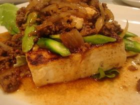 焼き豆腐の肉味噌かけ