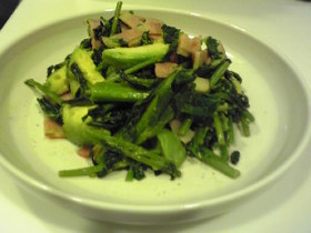 菜花とアボガドの炒め