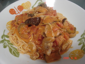 鶏肉と茄子のトマトクリームパスタ