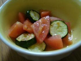 トマトとズッキーニの簡単マリネ
