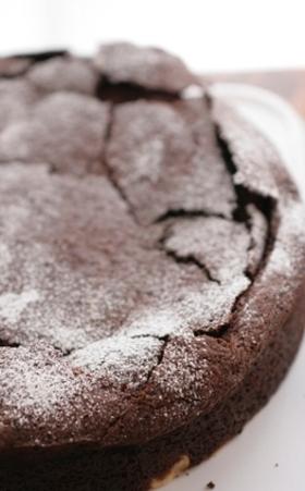フランス風ふんわりチョコレートケーキ