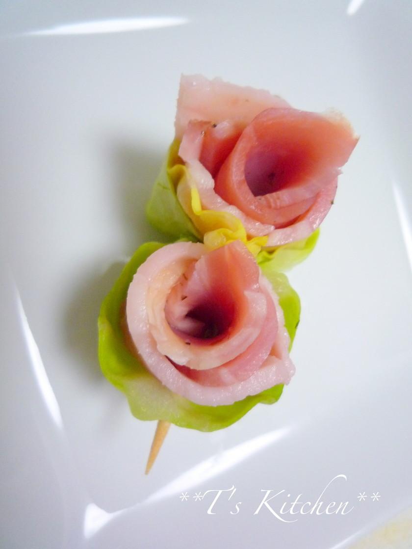 キャラ弁に✿ベーコンとキャベツのお花