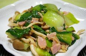 ベーコンとチンゲン菜の簡単炒め
