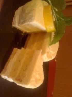 レモン風味のレアチーズケーキ