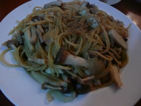 キノコと玉ねぎの和風スパゲッティ