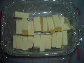 包丁もまな板も汚れないバターの切り方