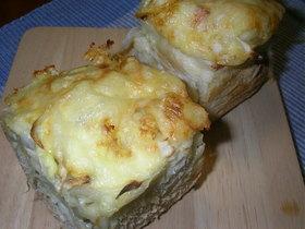 新玉ねぎとごぼうのマヨチー醤油パン