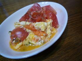 トマトとぷるぷる卵のチーズ炒め