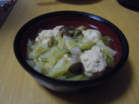 鶏団子と春キャベツの煮物
