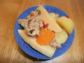 タケノコとじゃがいもと豚肉のピリ辛煮