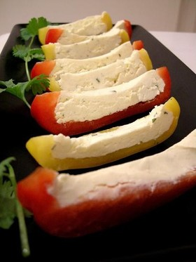 2分でおつまみ!チーズ in パプリカ