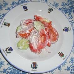 トマトと胡瓜のサラダ
